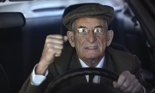 viejo_conductor_frustrado