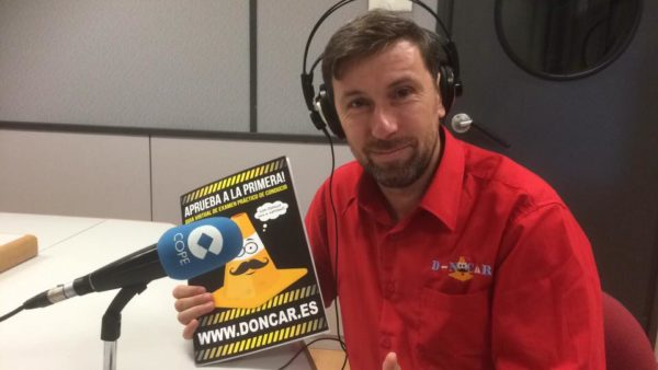Nuestro director de marketing en el estudio de Luz De Cruze en la COPE de Valencia